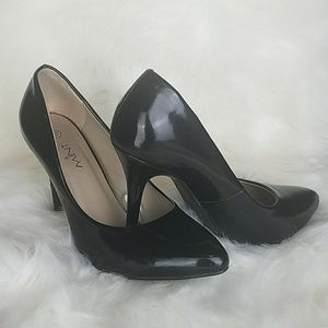 Wardrobe Must Have: Pointy Toe Black Heel